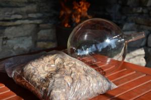 1,6kg värskelt purustatud takjajuurtest destilleeritakse 1l hüdrosooli