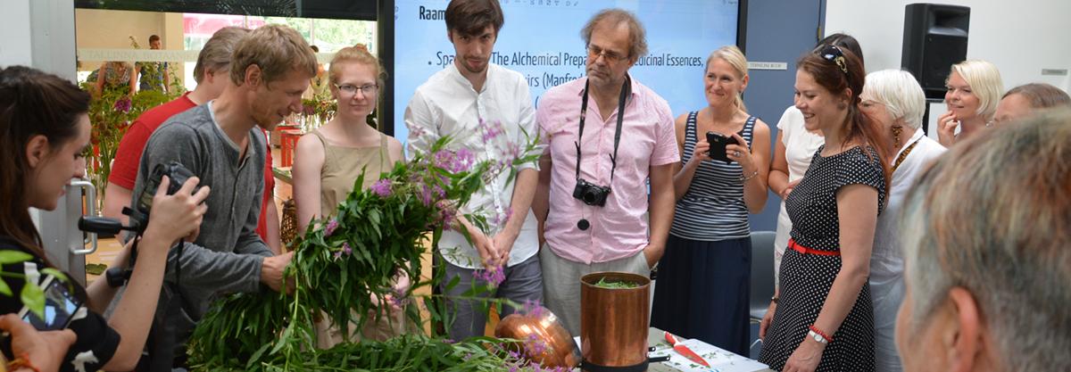 Hüdrosoolide aurdestillatsiooni töötuba Tallinna Botaanikaaia